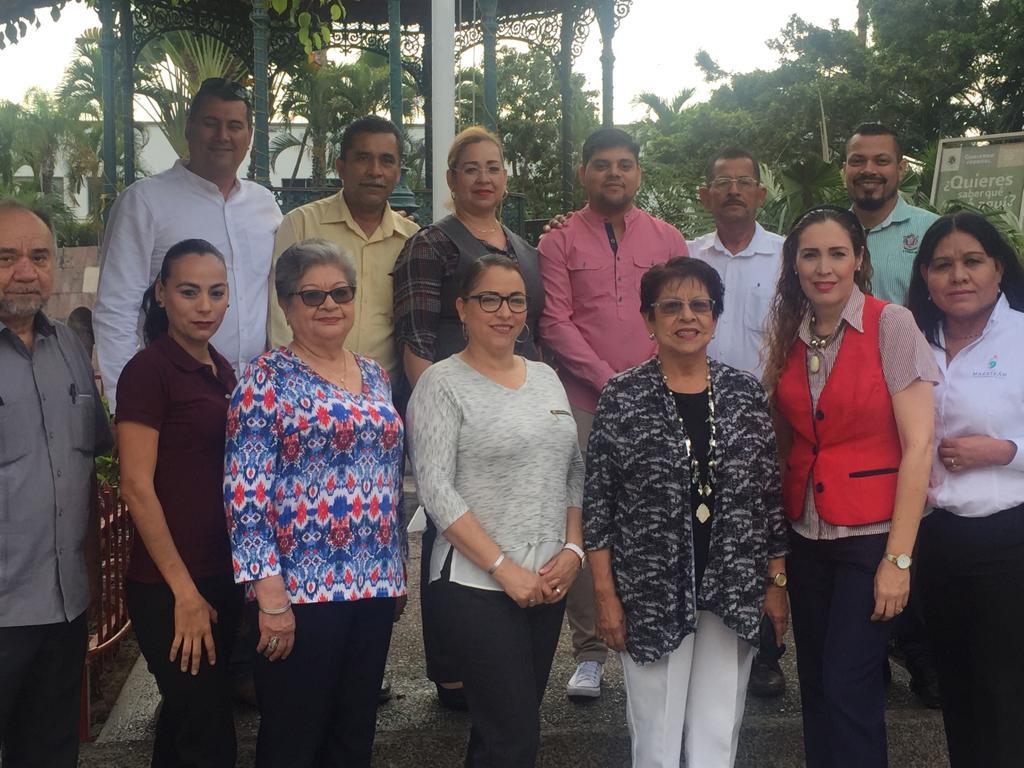 Rinden honores a la Bandera en la plazuela República