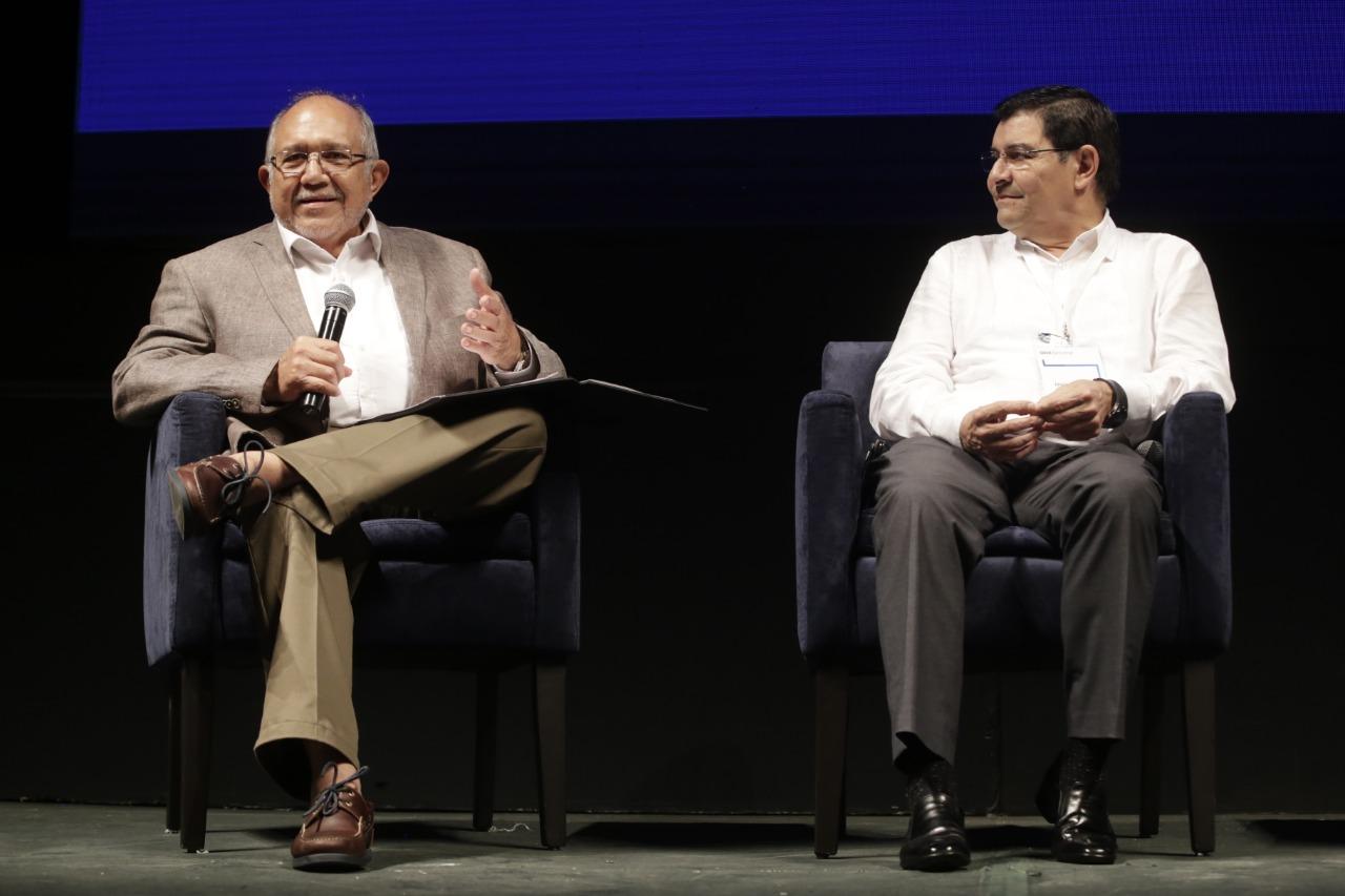 Destaca el Químico Benítez desarrollo económico de Mazatlán ante consejeros de BBVA