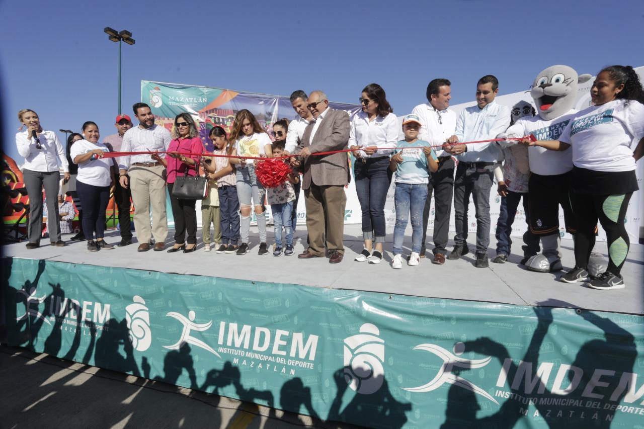Inaugura Químico Benítez el Rebotón y Resbalón Mazatlán 2019