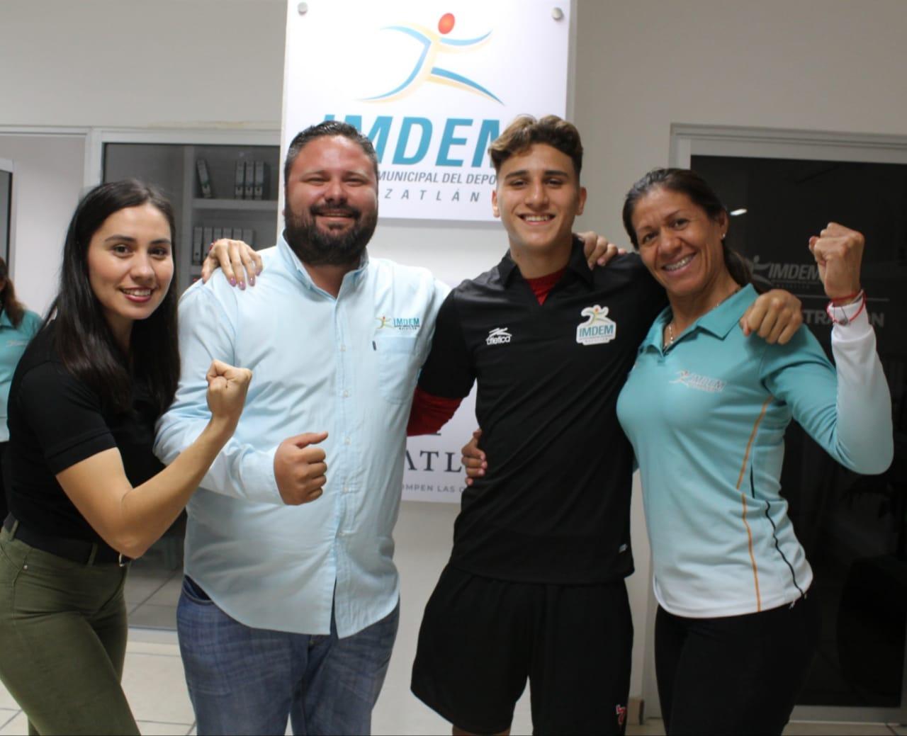 Recibe Marco Verde apoyo del Imdem para viajar a Ecuador