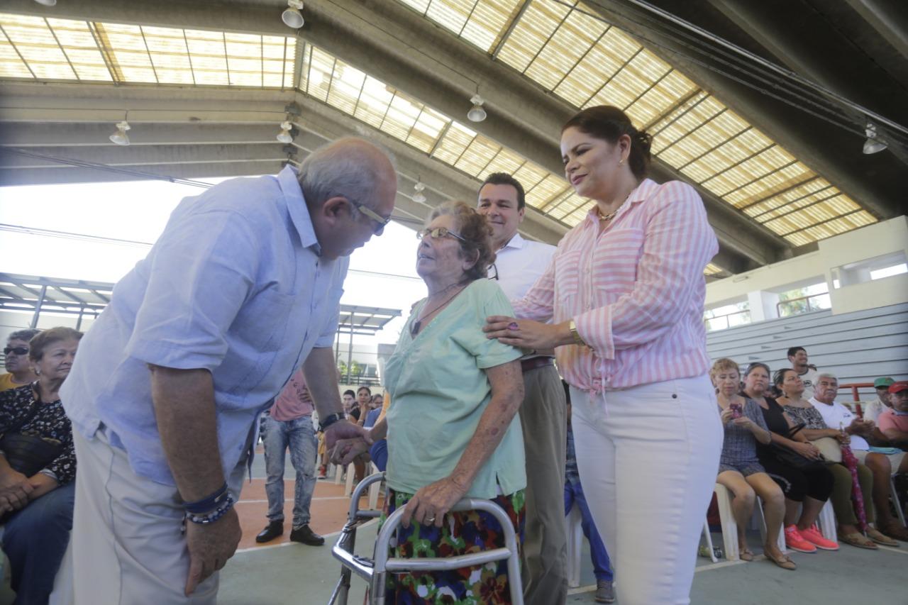 $2.4 MILLONES DE PESOS HA ENTREGADO ALCALDE QUÍMICO BENÍTEZ TORRES A PERSONAS CON DISCAPACIDAD Y ADULTOS MAYORES