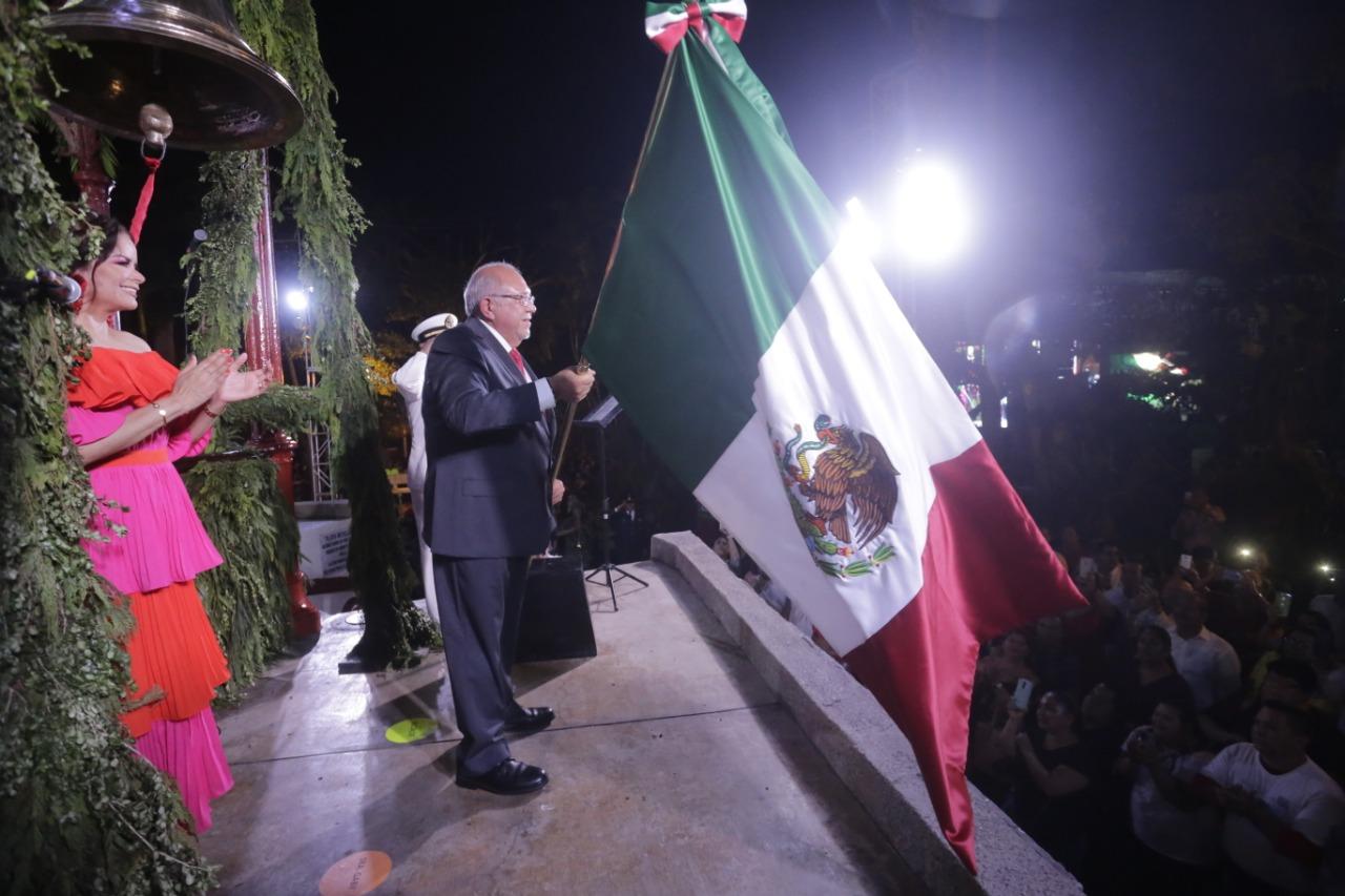 Da el Químico el primer Grito de la Cuarta Transformación en Mazatlán