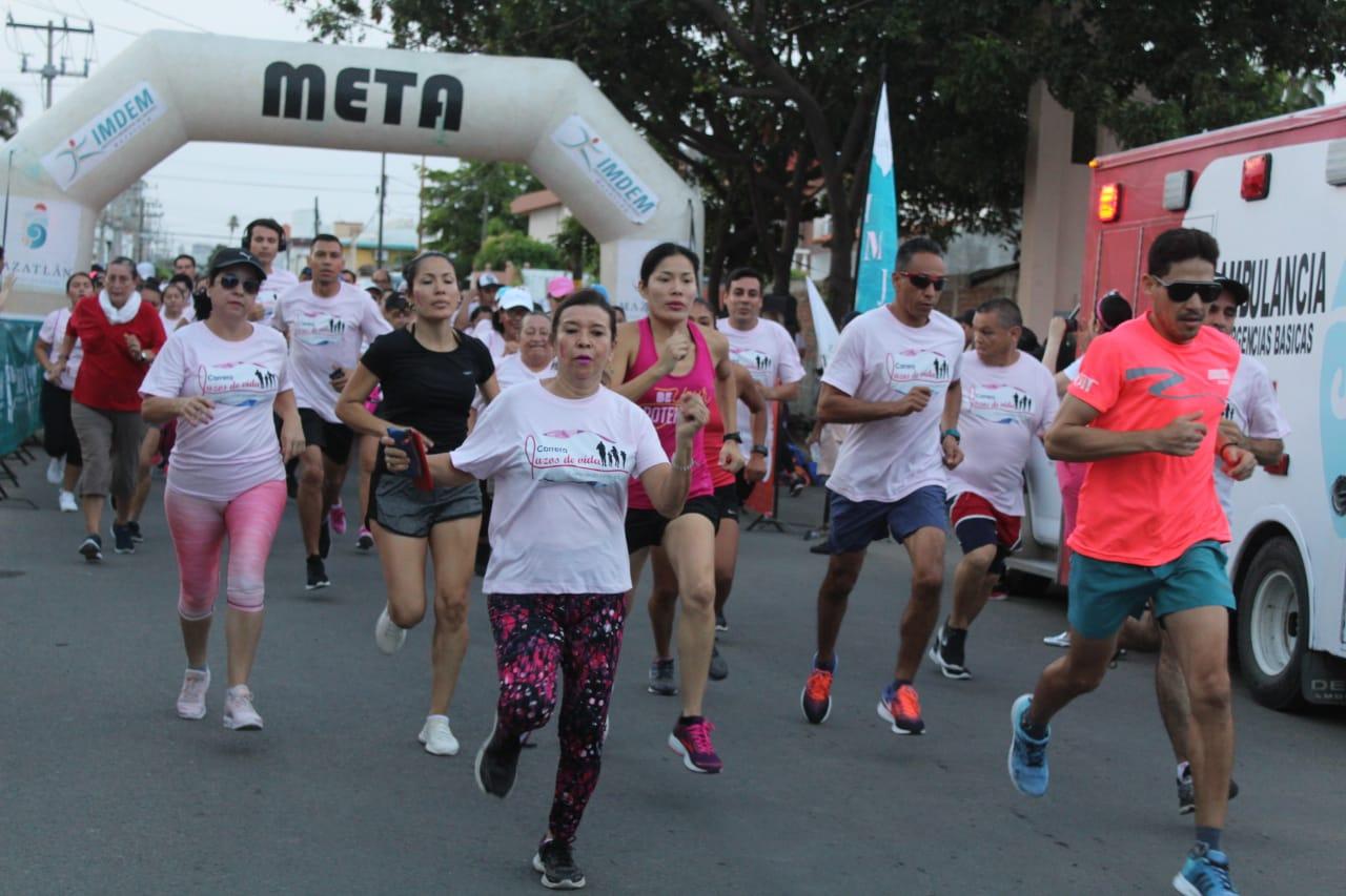 Mazatlecos corren por el Día Internacional de la Detección del Cáncer de Mama