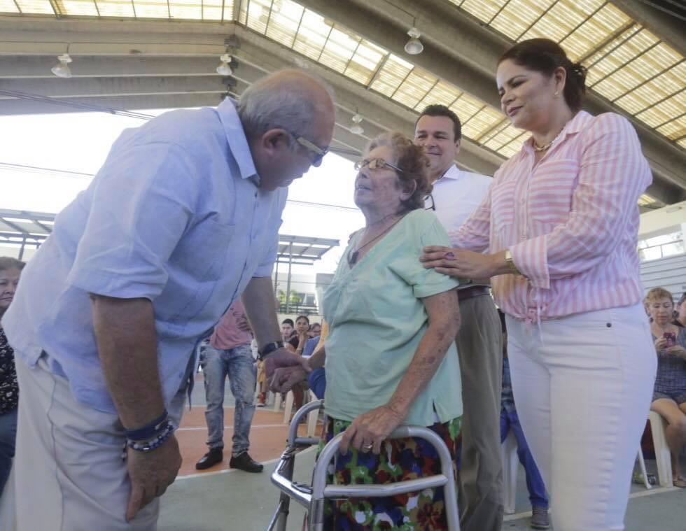 2 millones 940 mil pesos ha entregado la administración del Químico Benítez Torres a personas con discapacidad y adultos mayores