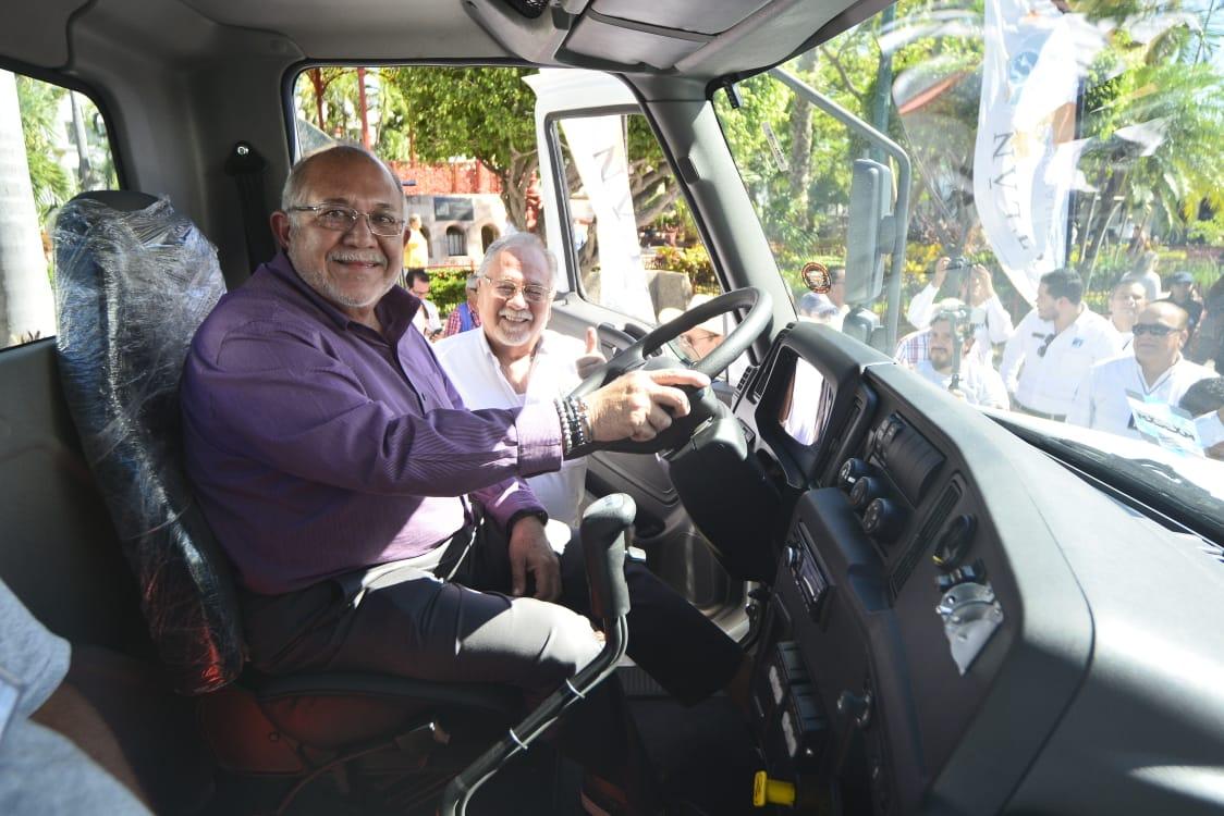 Compra Jumapam con recursos propios una flotilla vehicular