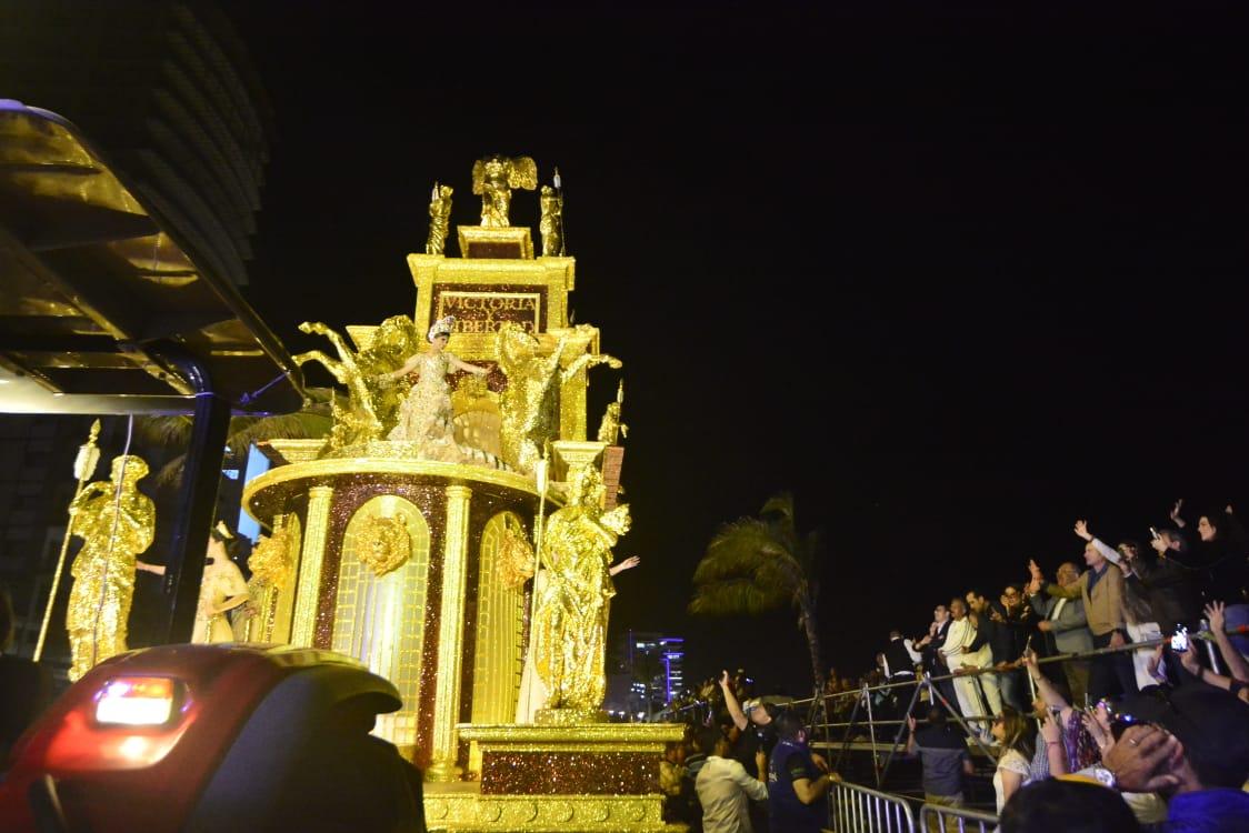 Llena el sentir de América Latina el malecón de Mazatlán