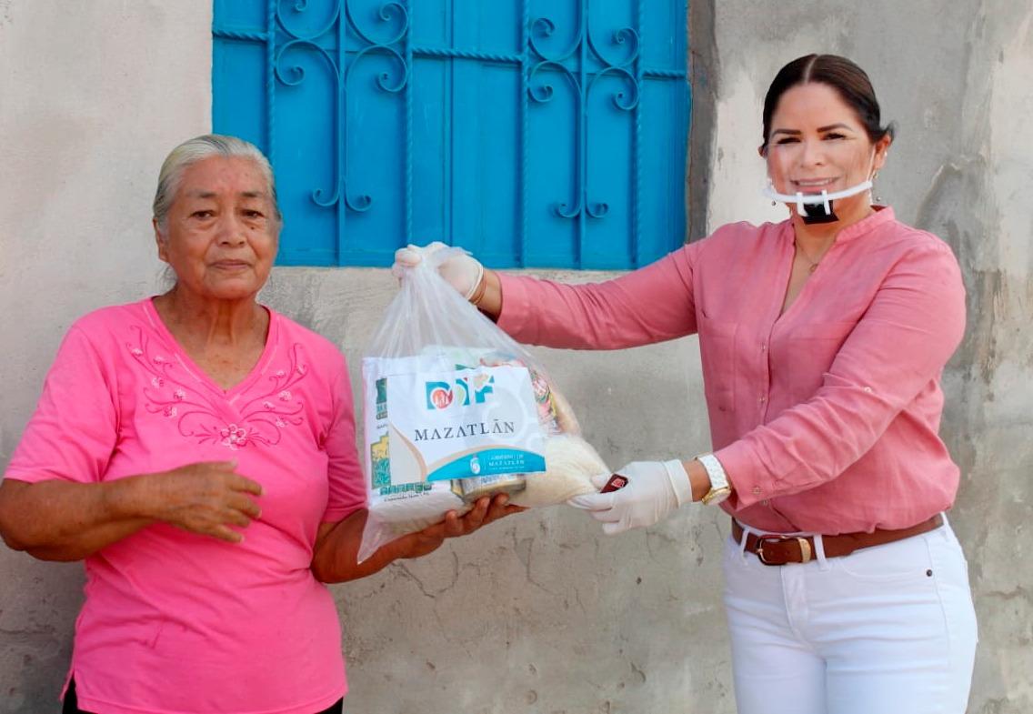 DIF Mazatlán inicia entrega de tarjetas de despensa en Villa Unión
