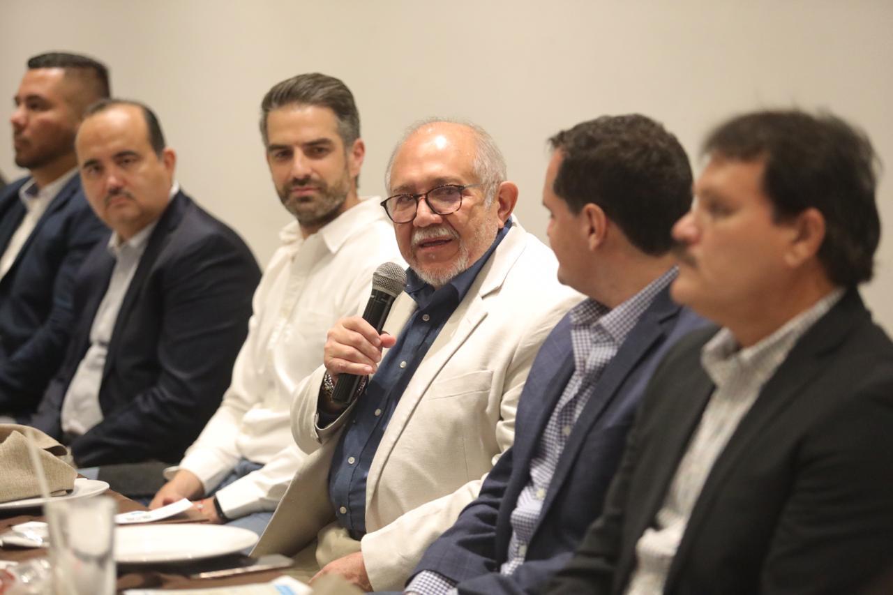 Somos hermanos, dice el Químico Benitez Torres a durangueses y los invita a Mazatlán