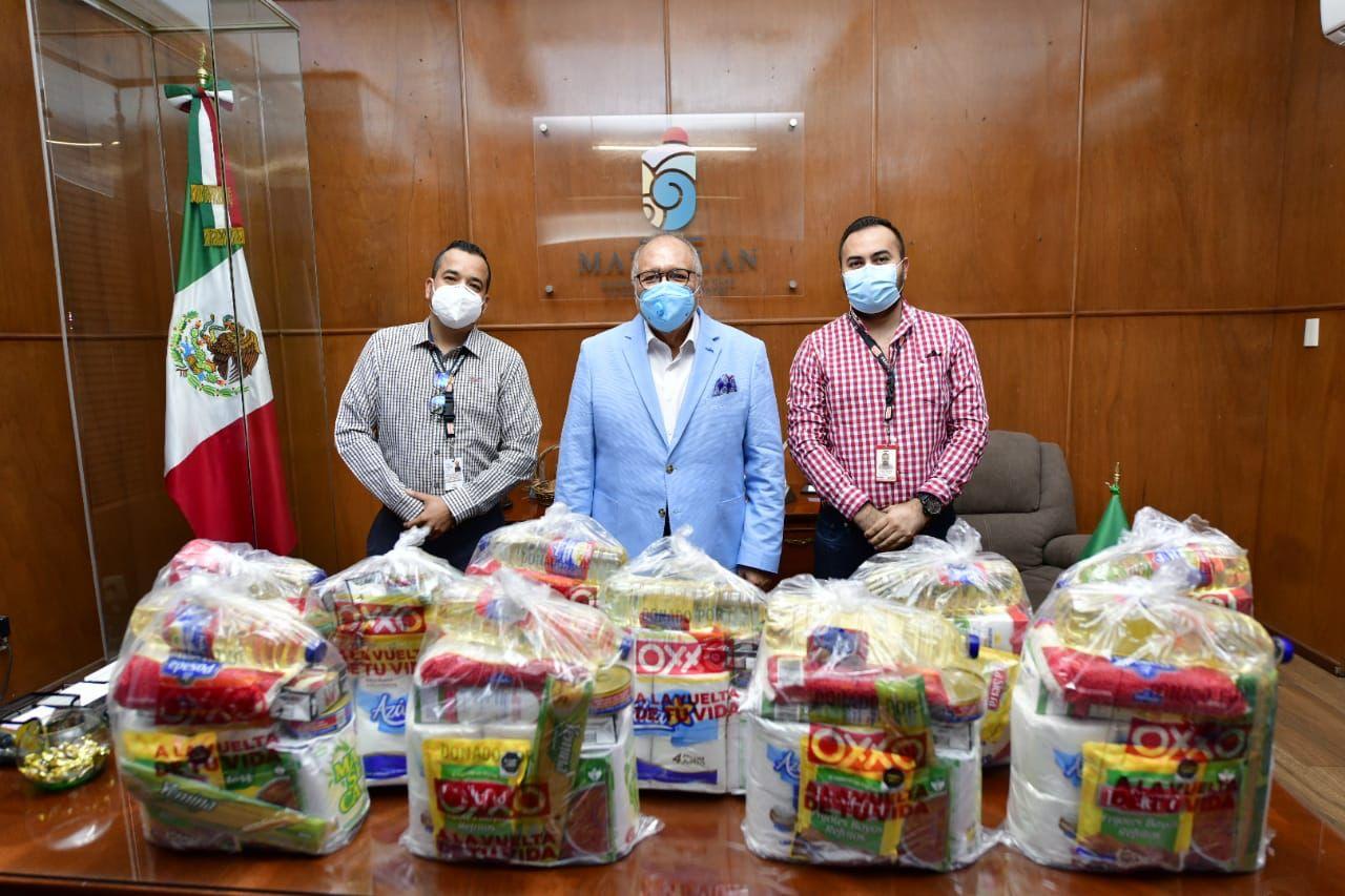 Dona Cadena Oxxo 300 despensas al Ayuntamiento de Mazatlán