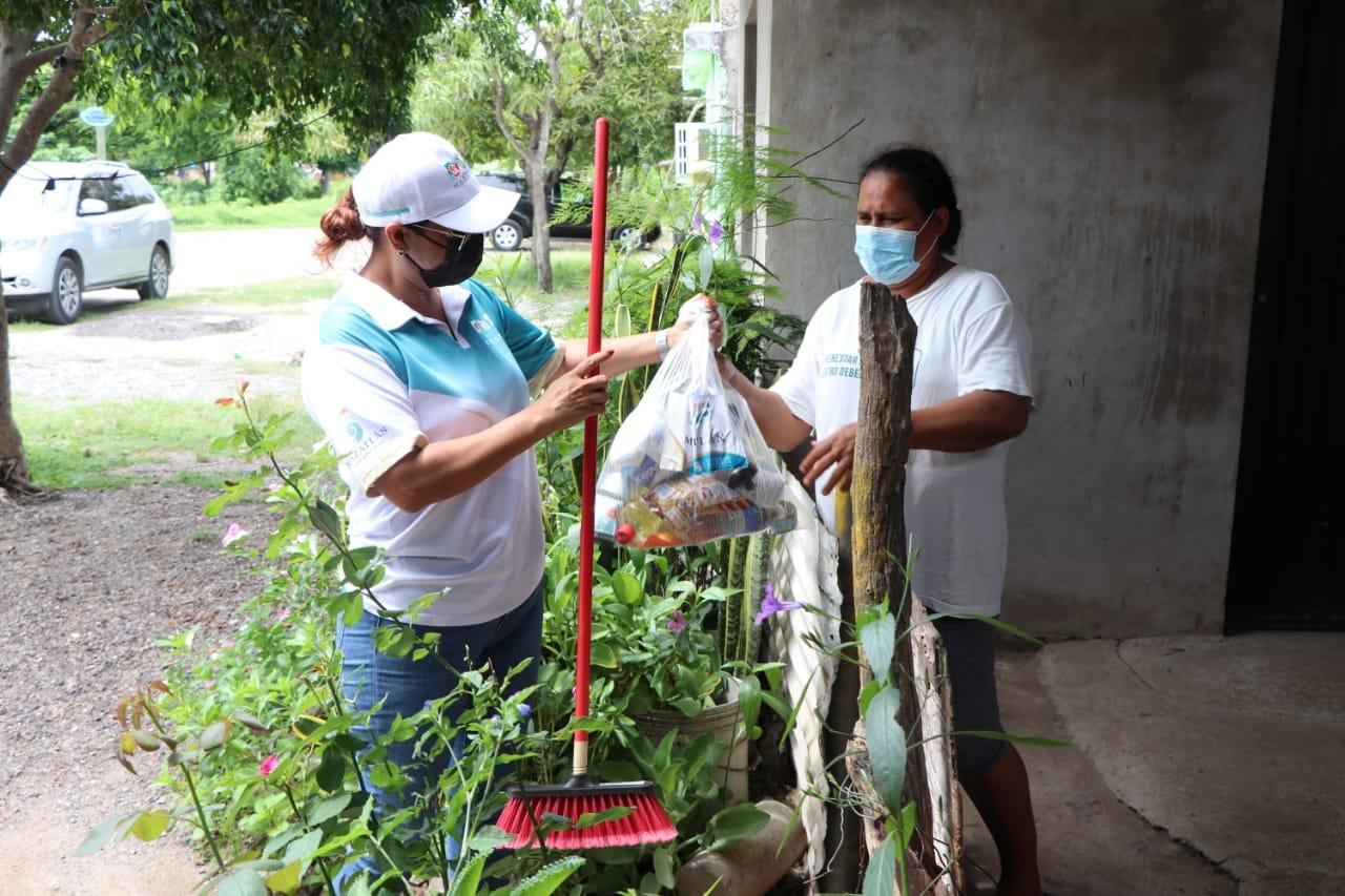 DIF Mazatlán lleva apoyos a familias vulnerables de Mármol*